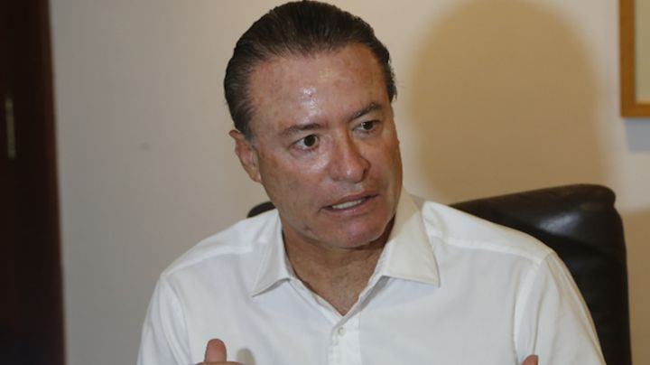 Quirino Ordaz, gobernador de Sinaloa, acude a votar junto a su familia y lo comparte en redes