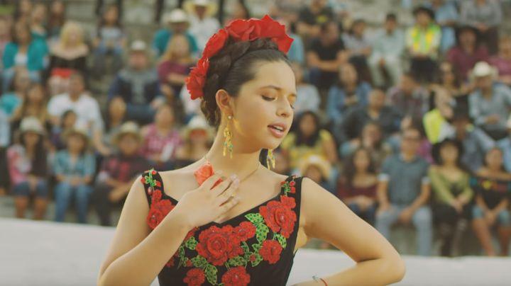 FOTO: Con diminuta cintura, Ángela Aguilar presume su amor a México con encantador vestido
