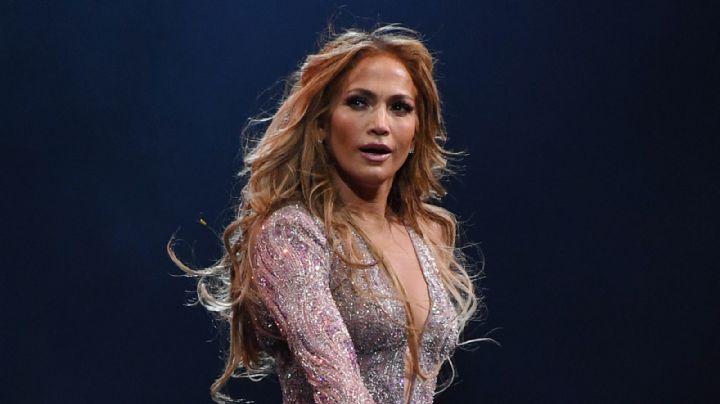 ¡Diosa! Jennifer Lopez confía en su belleza y luce impactante en entallado bañador amarillo