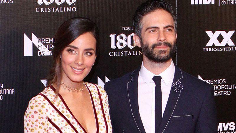 Exactor de Televisa, hundido en depresión por traición de Esmeralda Pimentel con otra mujer