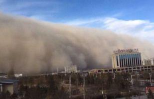 VIDEO: Inmensa nube de polvo y arena cubre gran parte de Argentina