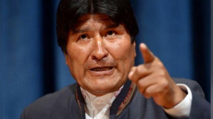 ¡Se armó la trifulca! El expresidente de Bolivia recibe un sillazo en la cabeza: VIDEO
