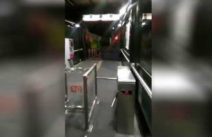 VIDEO: Fantasma que mueve torniquete aterroriza a usuarios del Metrobus