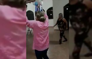 (VIDEO) Con música y cerveza, captan a delegada en baby shower dentro de API Guaymas