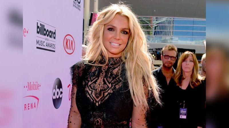 Britney Spears causa pasiones entre sus fans con fotos en traje de baño