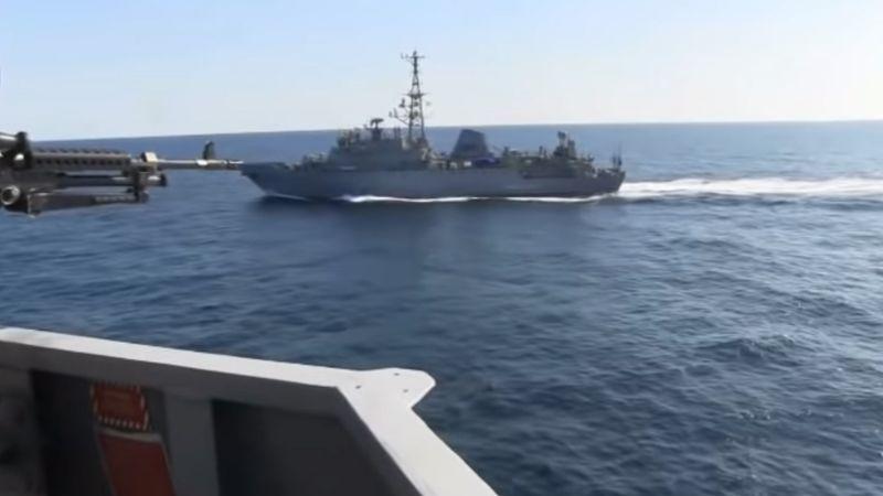 ¿Preparándose para la guerra?: Buque ruso casi impacta con nave de EU