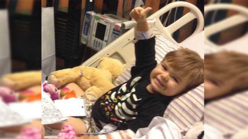 VIDEO: La emotiva ronda de aplausos a un pequeño que superó el cáncer