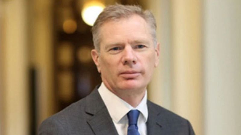 Embajador de Reino Unido en Irán es arrestado por organizar protestas
