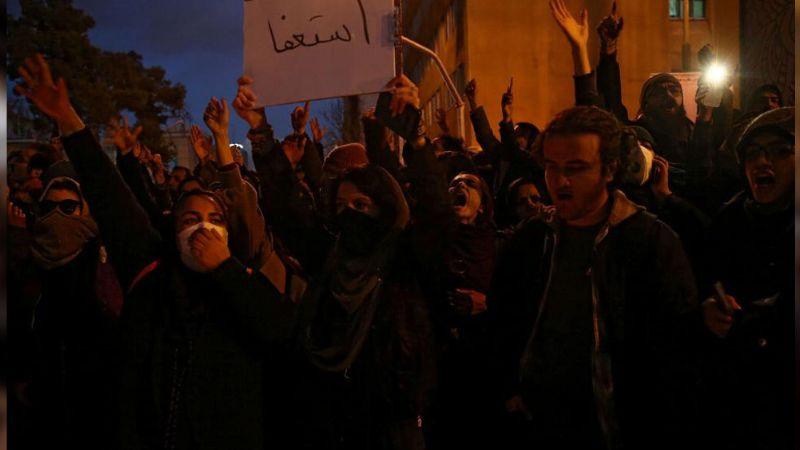 Por mentiras sobre el avión caído, se desatan protestas en Teherán