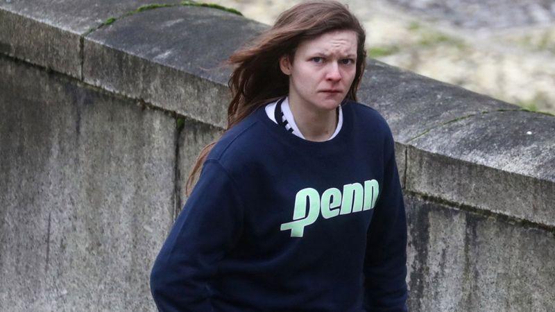 Condenan a mujer que se hizo pasar por un chico para violar a más de 50 niñas