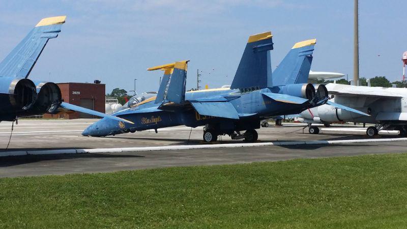 Tras ataque en Pensacola, EU expulsa a más de una docena de militares saudíes