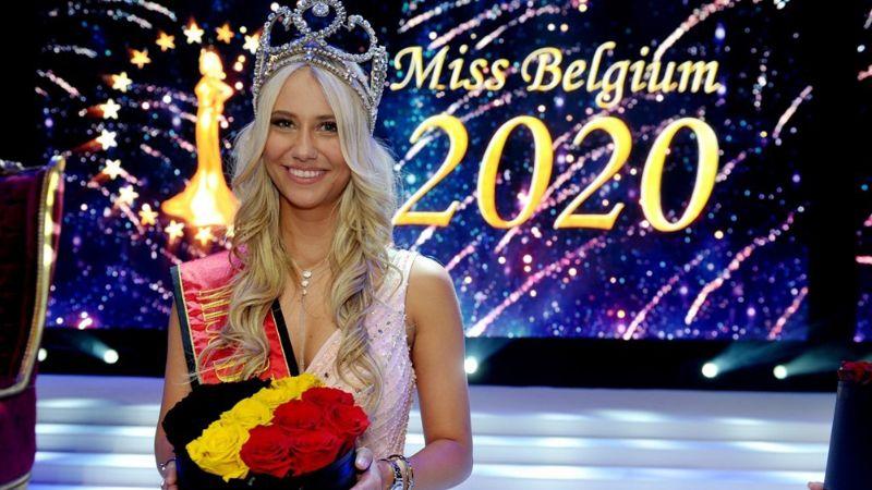 VIDEO: En plena pasarela, Miss Bélgica 2020 se cae y pierde el sostén