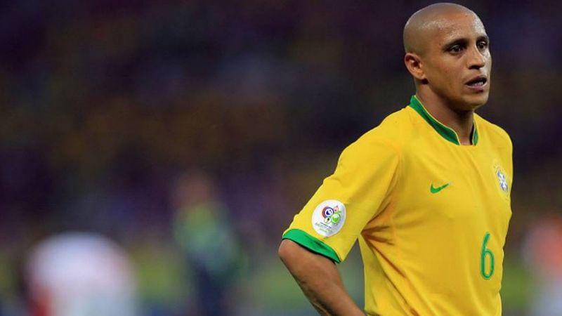 Usuarios recuerdan el 'gol imposible' de Roberto Carlos a Francia en 1997