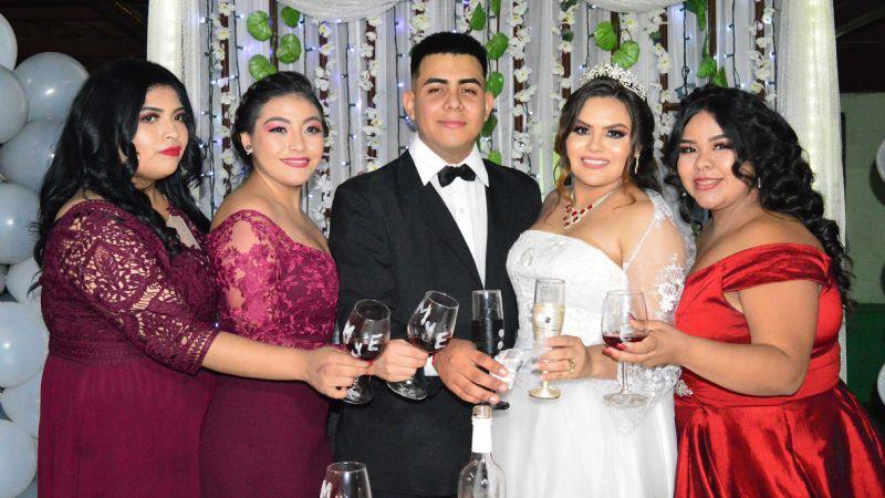Mayra Peraza y Eduardo Alfredo Morales llegan enamorados al altar