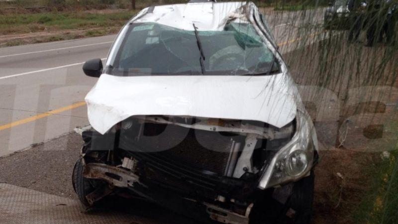 Volcadura en carretera Internacional deja lesionado a conductor de pick up