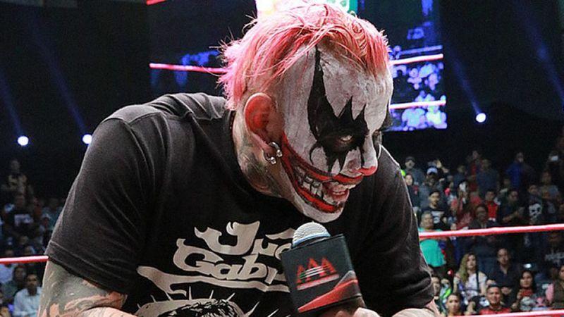 Con un tatuaje, famoso luchador de la AAA le rinde tributo a La Parka