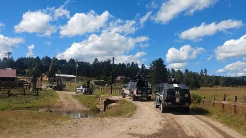 Comando armado sitia pueblo y prende fuego al menos a 20 casas en Madera