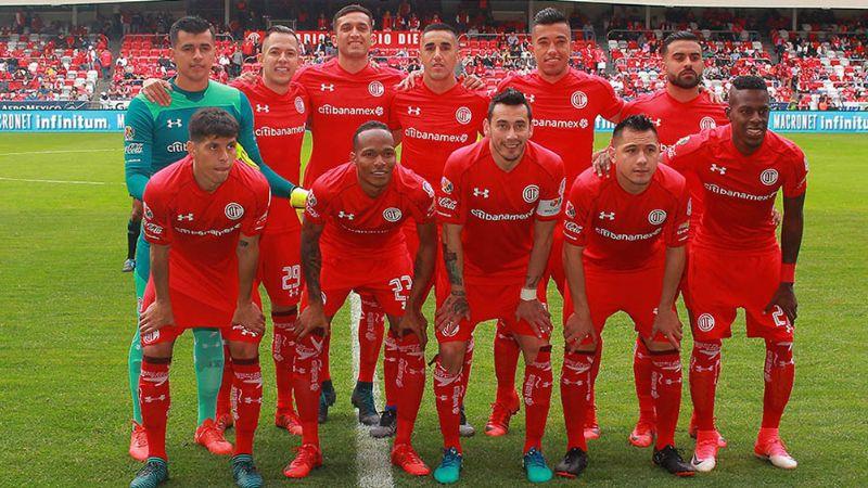 Antes del partido, los Diablos Rojos del Toluca le rinden homenaje a La Parka