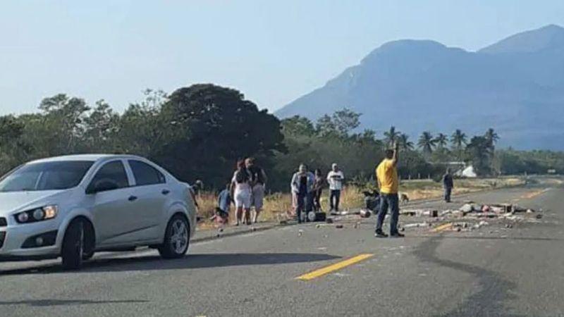 VIDEO: Dramático accidente carretero en Oaxaca; va 1 muerto y 10 heridos