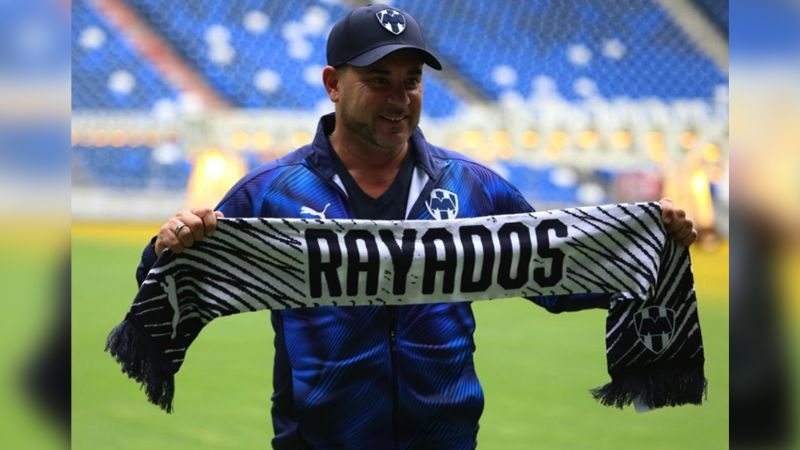 Con incremento en su salario, Rayados renueva contrato del 'Turco' Mohamed