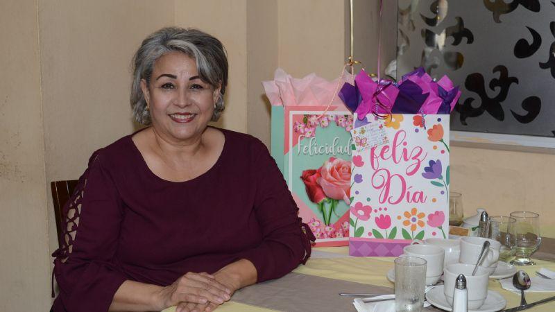 Mary Carmen Zazueta celebra su cumpleaños con un rico desayuno