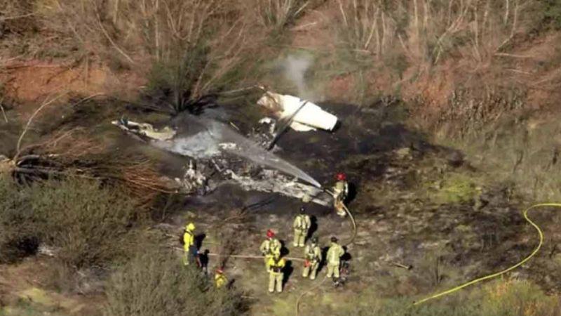 California: Avión se estrella al despegar y se prende en llamas; hay 4 muertos