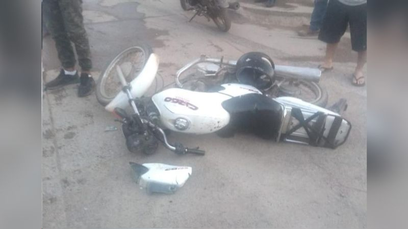 Motociclista resulta gravemente herido tras ser embestido por una camioneta