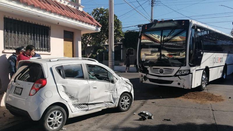 Mujer resulta gravemente herida durante fatal choque en Culiacán
