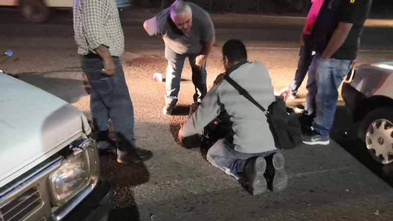Choque entre moto y vagoneta deja una mujer lesionada