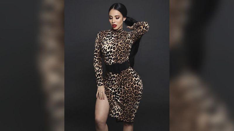 Jimena Sánchez derrocha belleza al lucir delantera con discreto escote