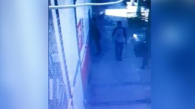 VIDEO: ¡Indignante! Hombre acuchilla a un indefenso perro en el ojo en Durango