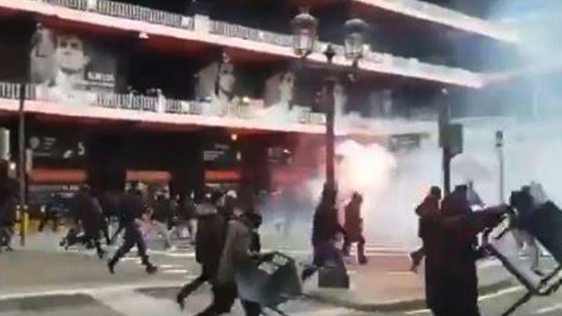 VIDEO: Ultras del Barcelona y el Valencia protagonizan salvaje pelea