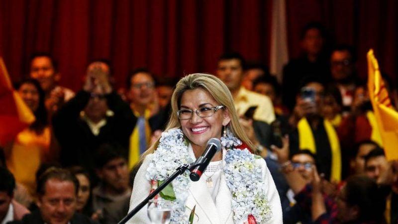 """""""Es usual"""": Presidenta de Bolivia pide renuncia a todo su gabinete"""