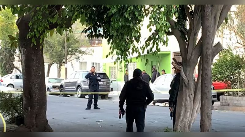 Policías frustran asalto contra unidad repartidora de leche y desatan balacera