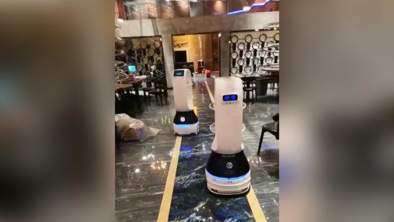 China: Implementan robots para atender a los enfermos de coronavirus