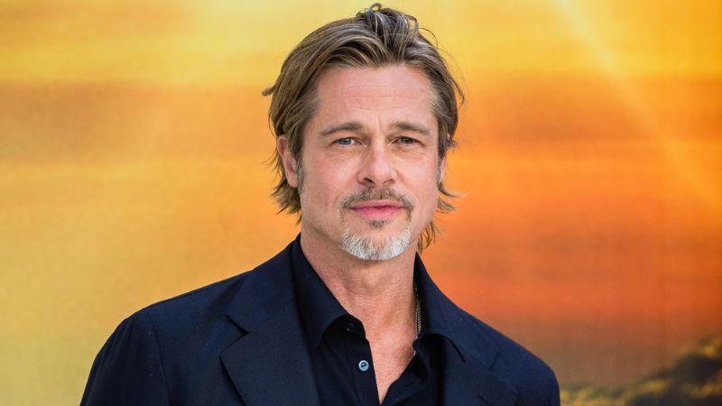 Por su gafete, Brad Pitt se convierte en la sensación del almuerzo de los Oscar