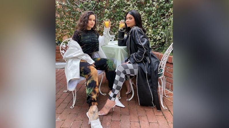 Kylie Jenner invita a cita romántica a Rosalía; así responde la cantante