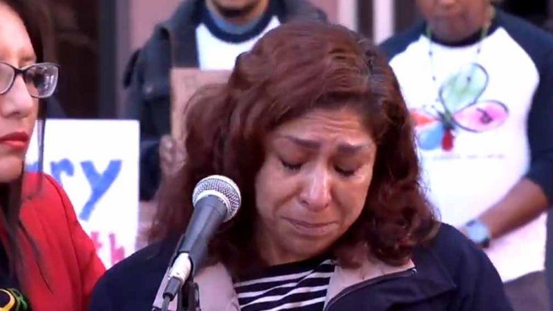 Doloroso último abrazo: ICE niega asilo y deporta a madre de soldado a México