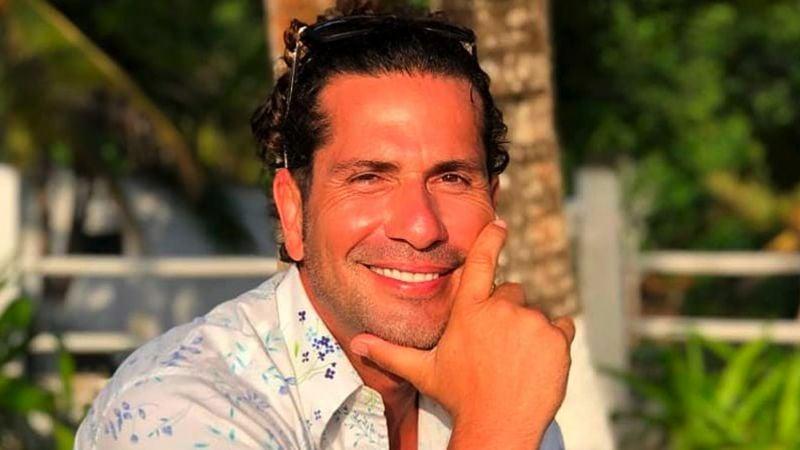 Famoso actor colombiano cautivas las redes con un en vivo mientras se baña