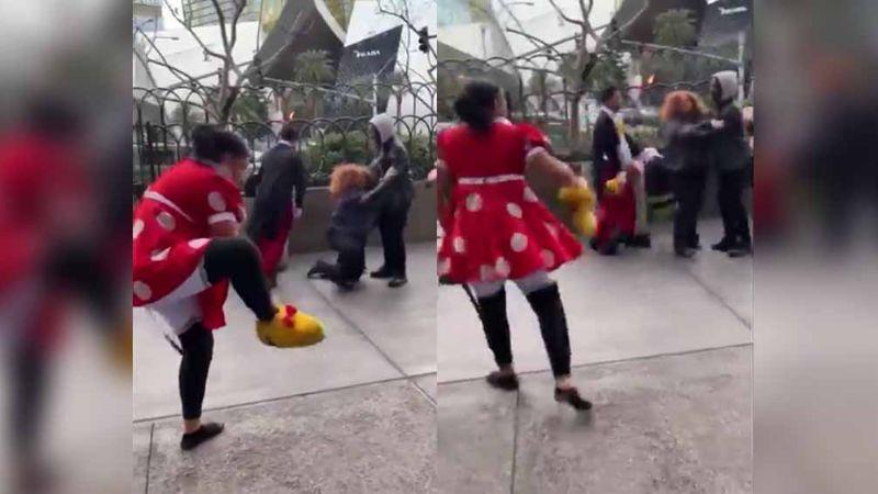 VIDEO: 'Minnie Mouse' y guardia de seguridad se agarran a golpes en calle