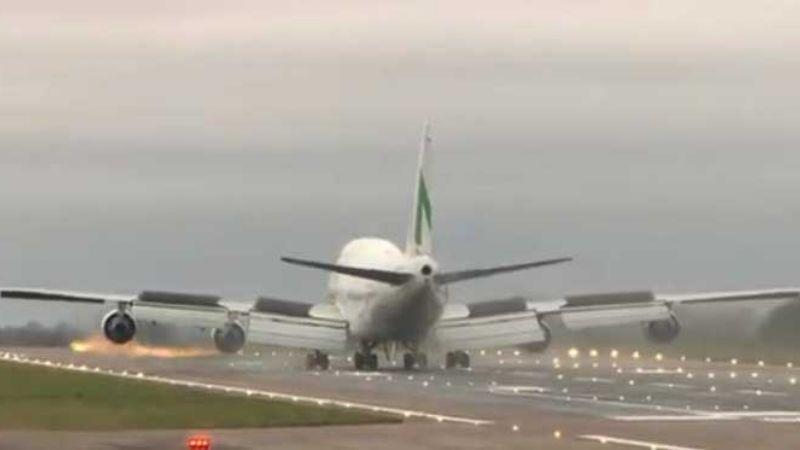 Inglaterra recibe vuelo con británicos evacuados de Wuhan por coronavirus