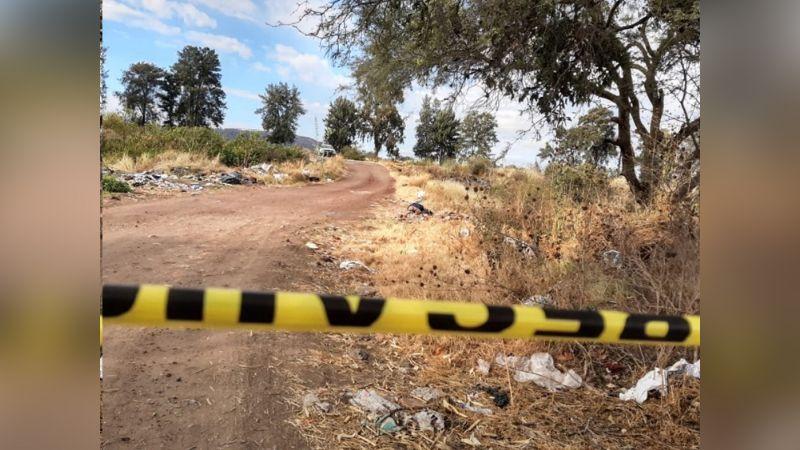 Agentes encuentran cadáver encintado, torturado y con un GPS en el estómago