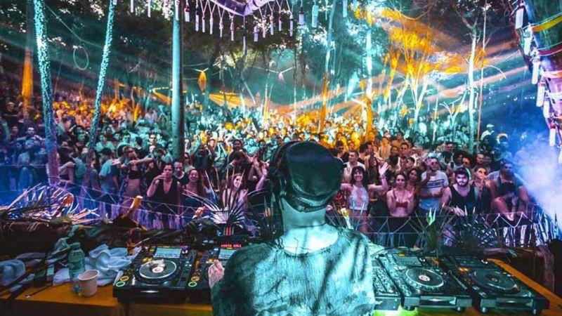 Por confusión, acuchillan a dos turistas durante festival de música en Tulum