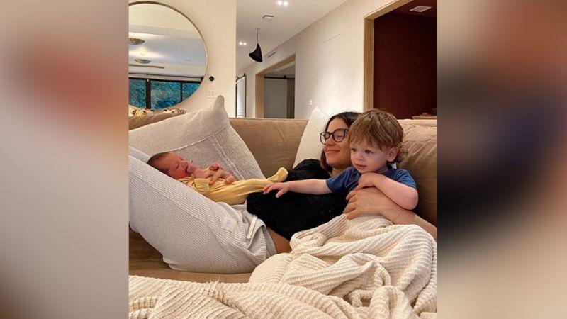 ¡Gemelos! Sarah Kohan, pareja del 'Chicharito', presume a sus bebés recién nacidos