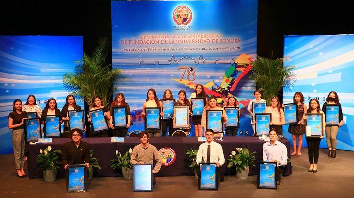 Unison reconoce a estudiantes  de las diferentes unidades en su 78 aniversario de fundación