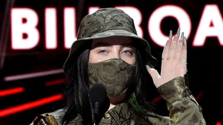 Billie Eilish se lleva aplausos al ser la única artista en llevar cubrebrocas en los Billboard