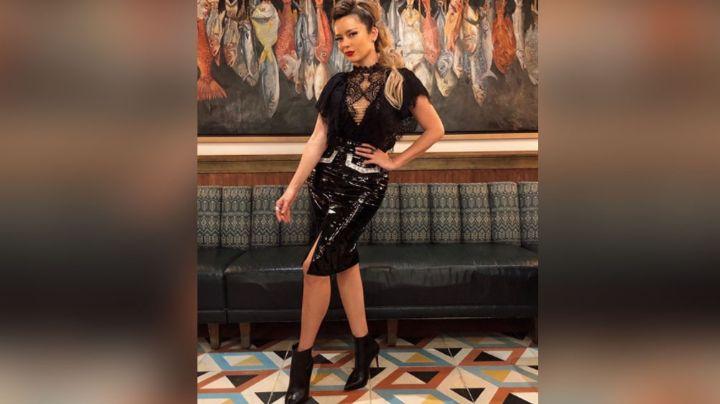 Karla Gómez hace suspirar a todo Televisa con ceñido vestido y 'look' despeinado