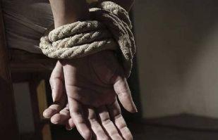 Mujer asegura estar secuestrada por su novio; dejó una misteriosa nota en un baño