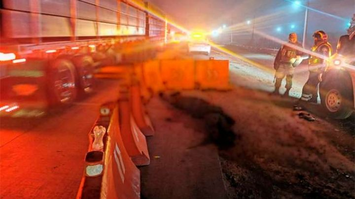 CDMX: Pasajeros de un autobús se enfrentan a ladrones, los asesinan y arrojan en carretera
