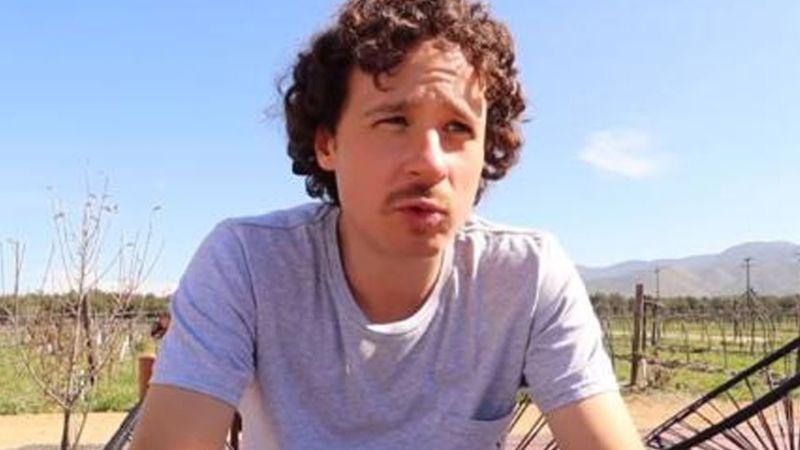 Luisito Comunica encuentra rastros de peculiar intruso en su habitación de hotel